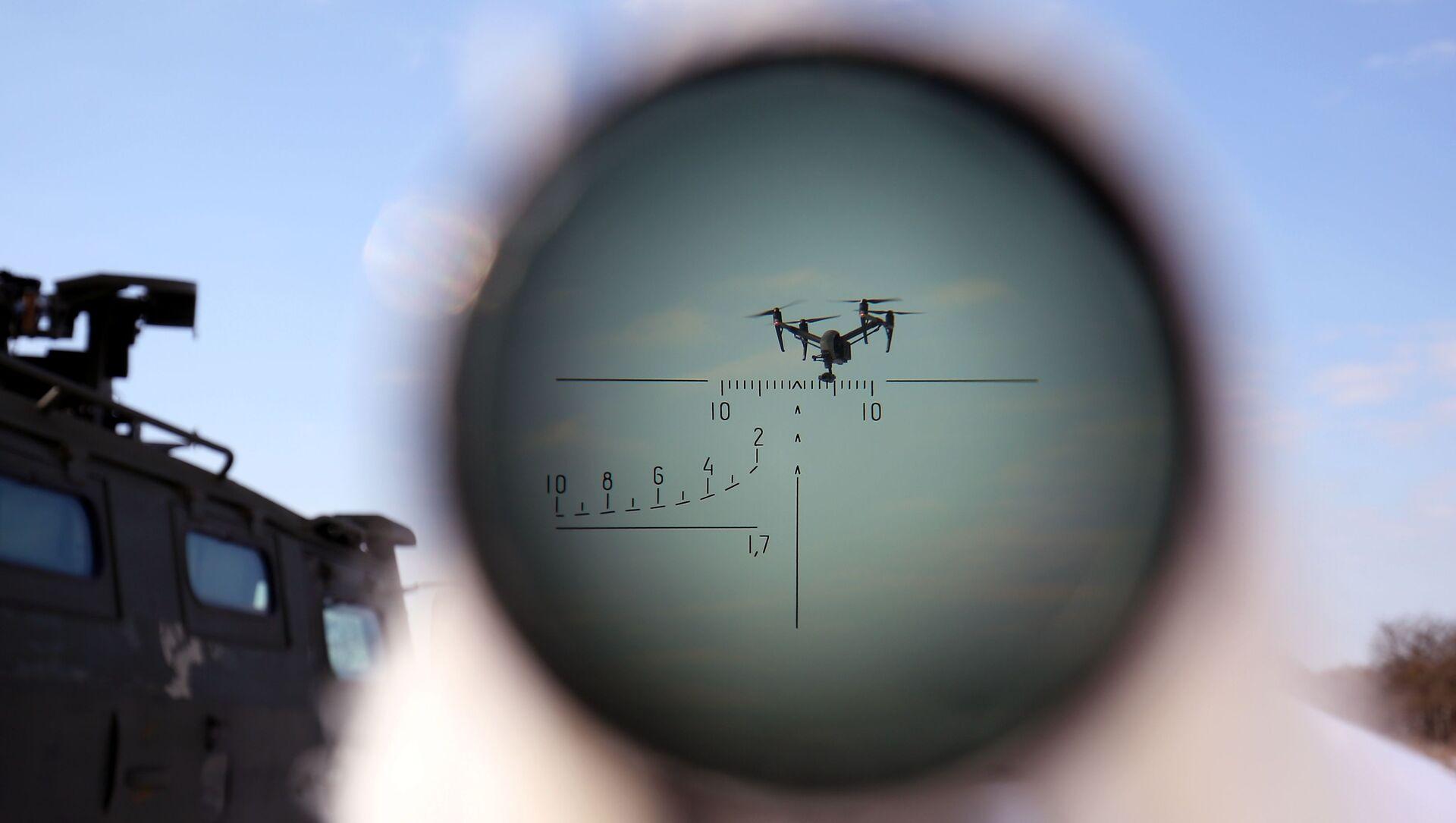 Un drone nell'obiettivo - Sputnik Italia, 1920, 01.02.2021