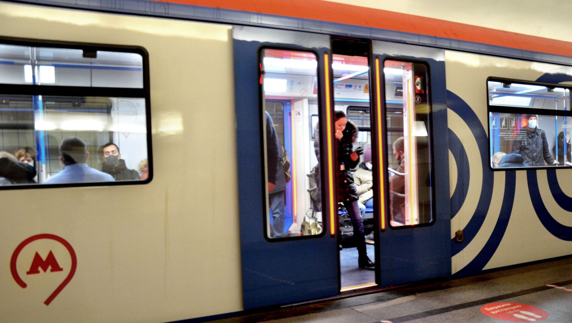 Coronavirus in Russia - Metro di Mosca, dicembre 2020 - Sputnik Italia, 1920, 03.04.2021