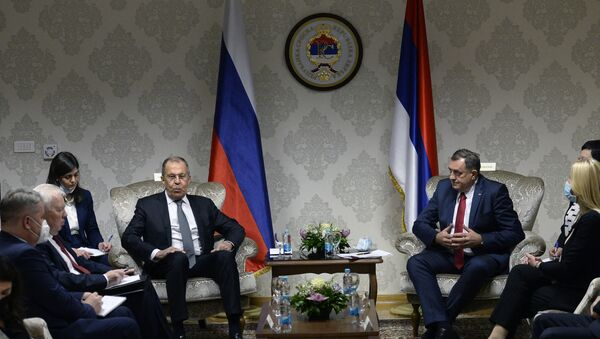 Russian Foreign Minister, Sergey Lavrov (Center L) sits down for a meeting with chairman of Bosnia and Herzegovina's tripartite presidency, Milorad Dodik (Center R), in East-Sarajevo, late on December 14, 2020. - Sputnik Italia