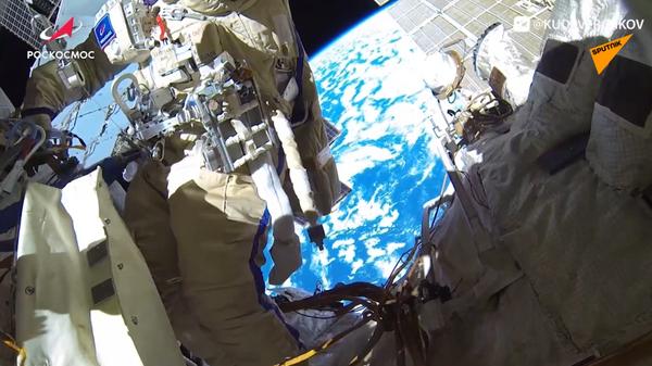 Stazione Spaziale Internazionale: pubblicato un video della passeggiata spaziale dei cosmonauti russi - Sputnik Italia