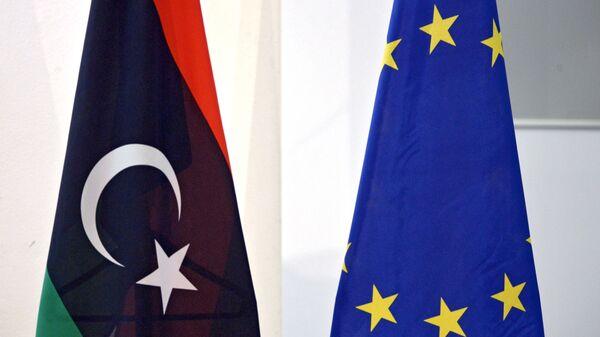 Le bandiere di Libia e di Unione Europea - Sputnik Italia