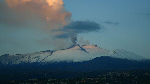 L'Etna erutta: fontane di lava dal cratere Sud-Est - Sputnik Italia