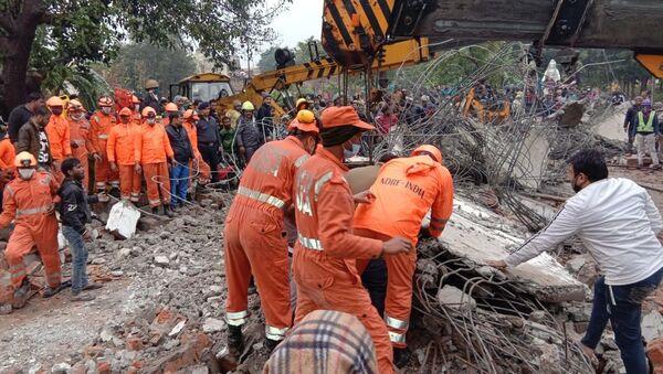 La National Disaster Response Force indiana al lavoro dopo il crollo del tetto di un crematorio nell'Uttar Pradesh - Sputnik Italia