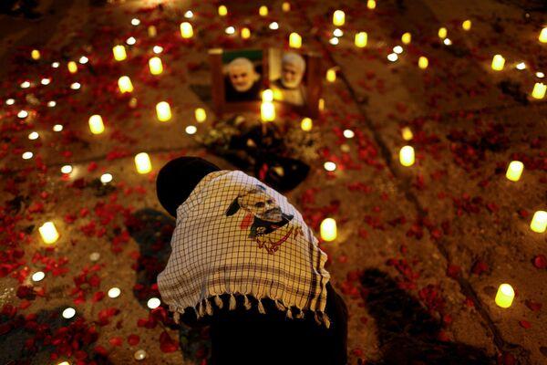 Una donna nel primo anniversario della morte del comandante iraniano Qasem Soleimani e del comandante iracheno Abu Mahdi al-Muhandis a Baghdad - Sputnik Italia