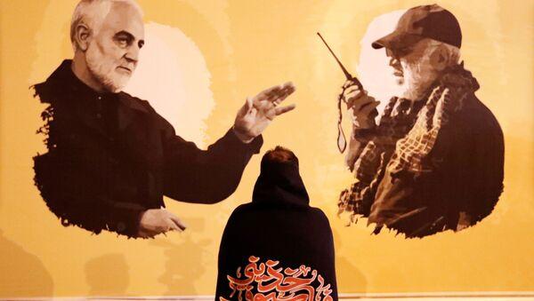 Плакат в первую годовщину со дня смерти иранского командира Касема Сулеймани и иракского командира Абу Махди аль-Мухандис в Багдаде - Sputnik Italia
