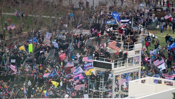 Supporters of US President Donald Trump take over stands set up for the presidential inauguration as they protest at the US Capitol in Washington, DC, January 6, 2021.  - Sputnik Italia