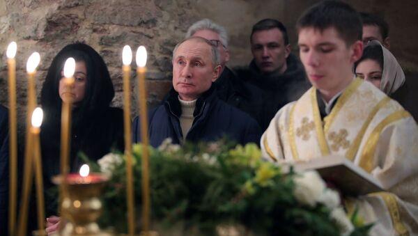 Vladimir Putin durante la messa del 2021 - Sputnik Italia