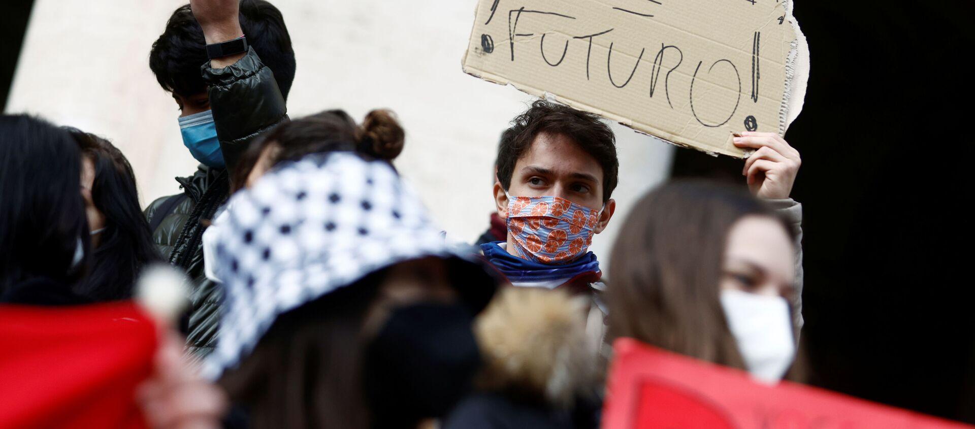 Gli studenti delle scuole superiori protestano a Roma contro la didattica a distanza - Sputnik Italia, 1920, 02.02.2021