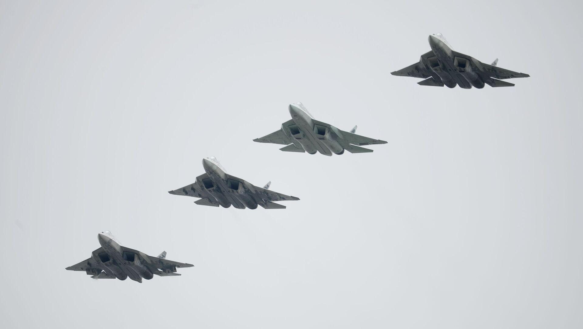 Russian Su-57 fifth-generation fighter jets during the Victory Parade in Moscow - Sputnik Italia, 1920, 11.03.2021