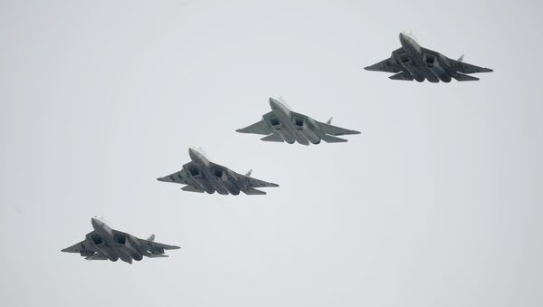 Russian Su-57 fifth-generation fighter jets during the Victory Parade in Moscow - Sputnik Italia