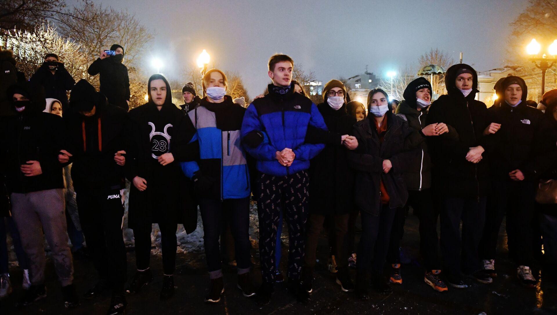 Partecipanti alle proteste non autorizzate a sostegno di Navalny - Sputnik Italia, 1920, 05.02.2021