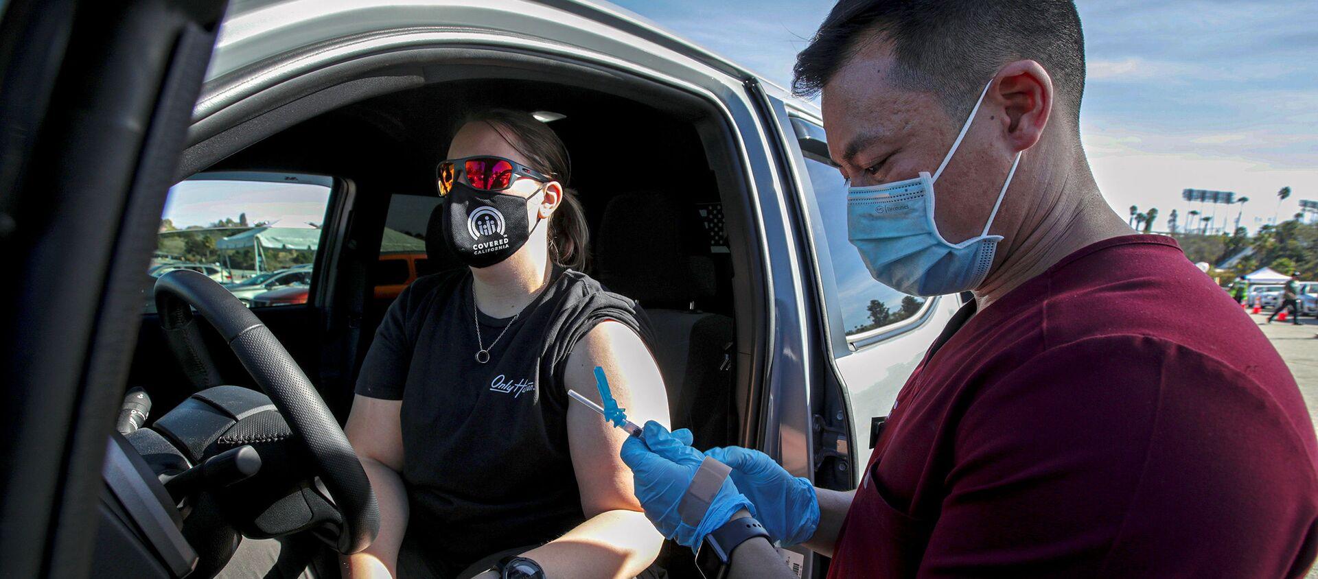 Vaccinazione di massa in California, gennaio 2021 - Sputnik Italia, 1920, 25.01.2021