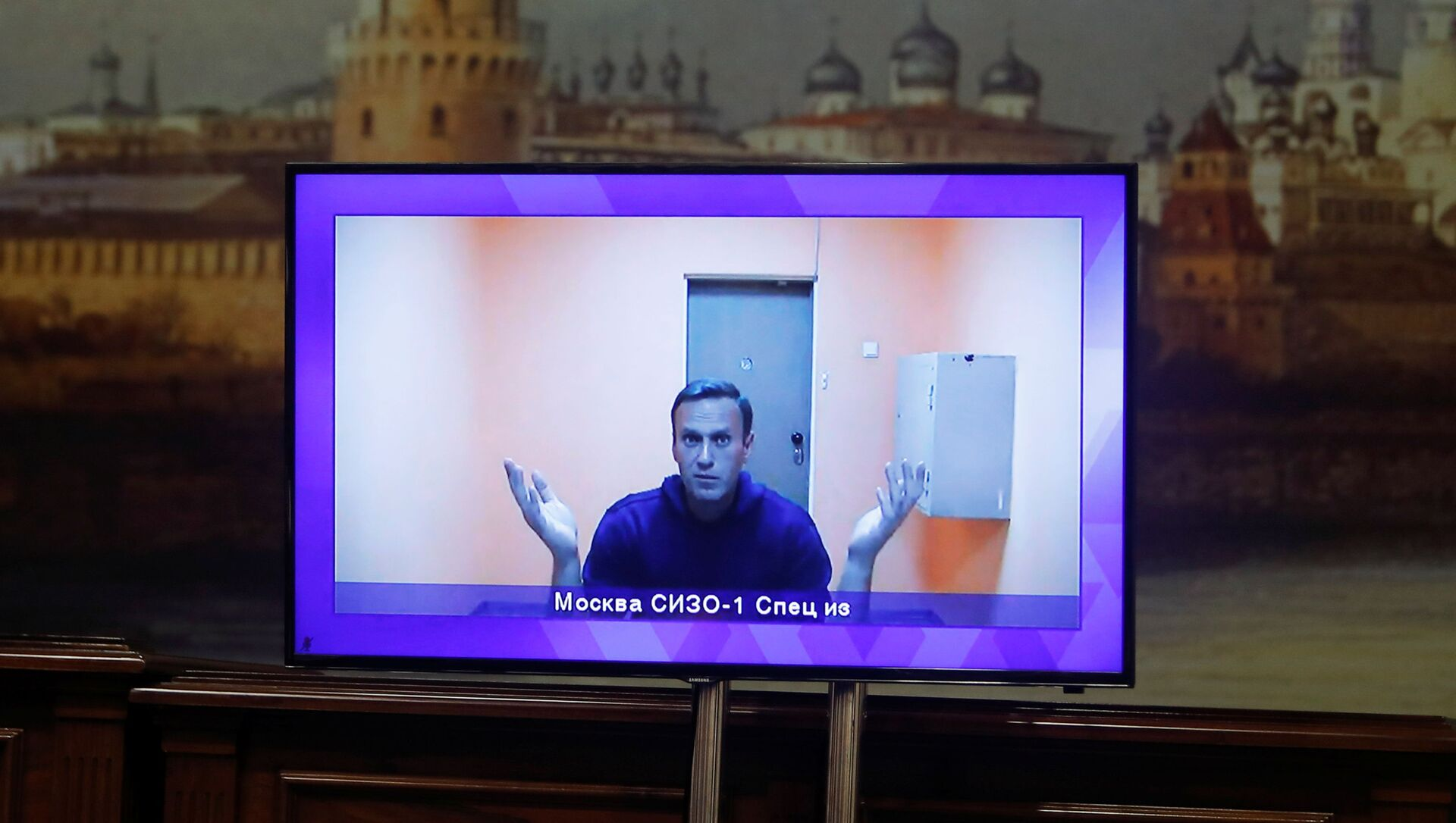 Russian opposition leader Alexei Navalny is seen on a screen via a video link during a court hearing to consider an appeal on his arrest outside Moscow, Russia January 28, 2021 - Sputnik Italia, 1920, 15.02.2021