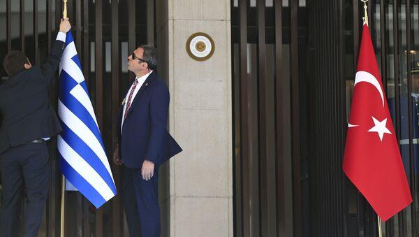 Bandiera greca e turca - Sputnik Italia