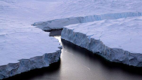 Треснувший айсберг в Антарктике - Sputnik Italia