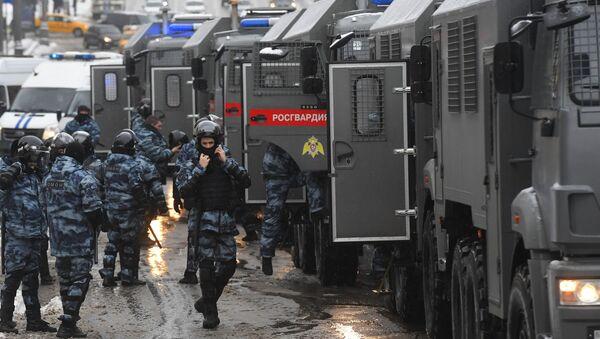 I poliziotti durante la manifestazione non autorizzata a Mosca, il 31 gennaio del 2021 - Sputnik Italia