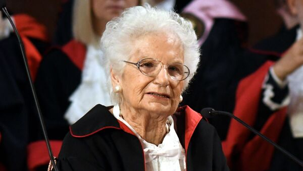 La sentartice a vita Liliana Segre riceve il dottorato honoris causa in Storia dell'Europa durante l'inaugurazione dell'anno accademico dell'Universita La Sapienza di Roma - Sputnik Italia