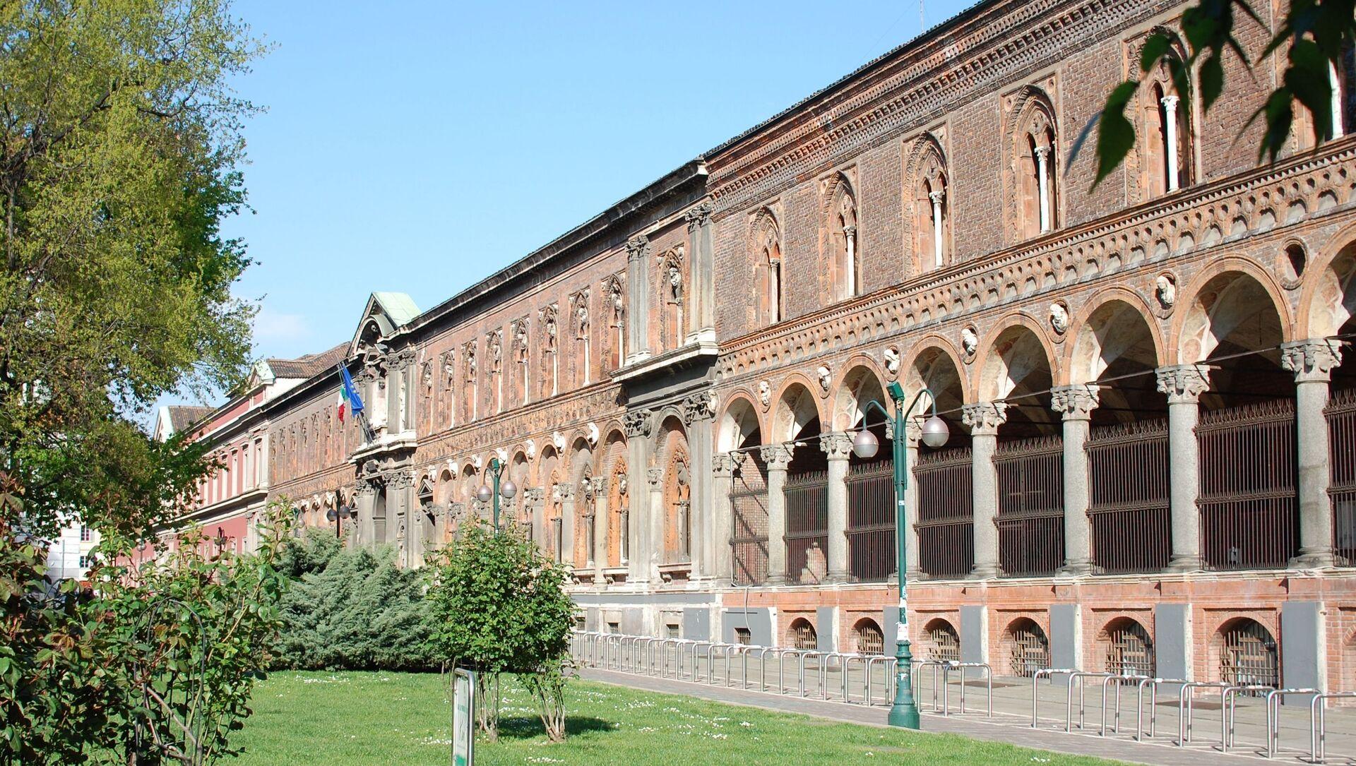 Facciata della sede dell'Università Statale di Milano in via Festa del Perdono, vista dal giardino di largo Richini - Sputnik Italia, 1920, 01.02.2021