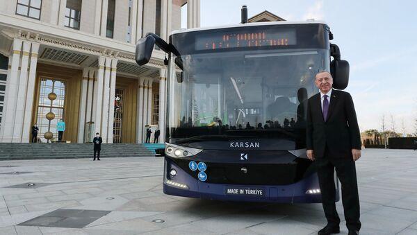 Recep Tayyip Erdogan autobus elettrico - Sputnik Italia