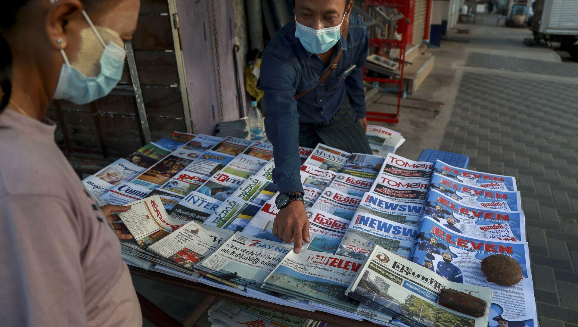 Venditore di giornali in Myanmar - Sputnik Italia, 1920, 02.02.2021