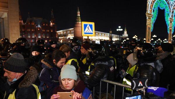 La polizia blocca l'accesso alla piazza Rossa ai manifestanti - Sputnik Italia