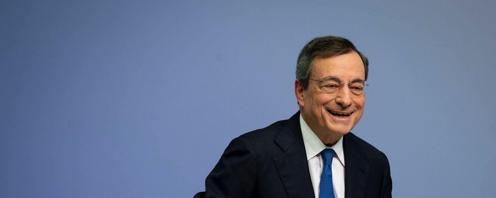 Mario Draghi dopo una conferenza stampa a Francoforte - Sputnik Italia, 1920, 08.02.2021