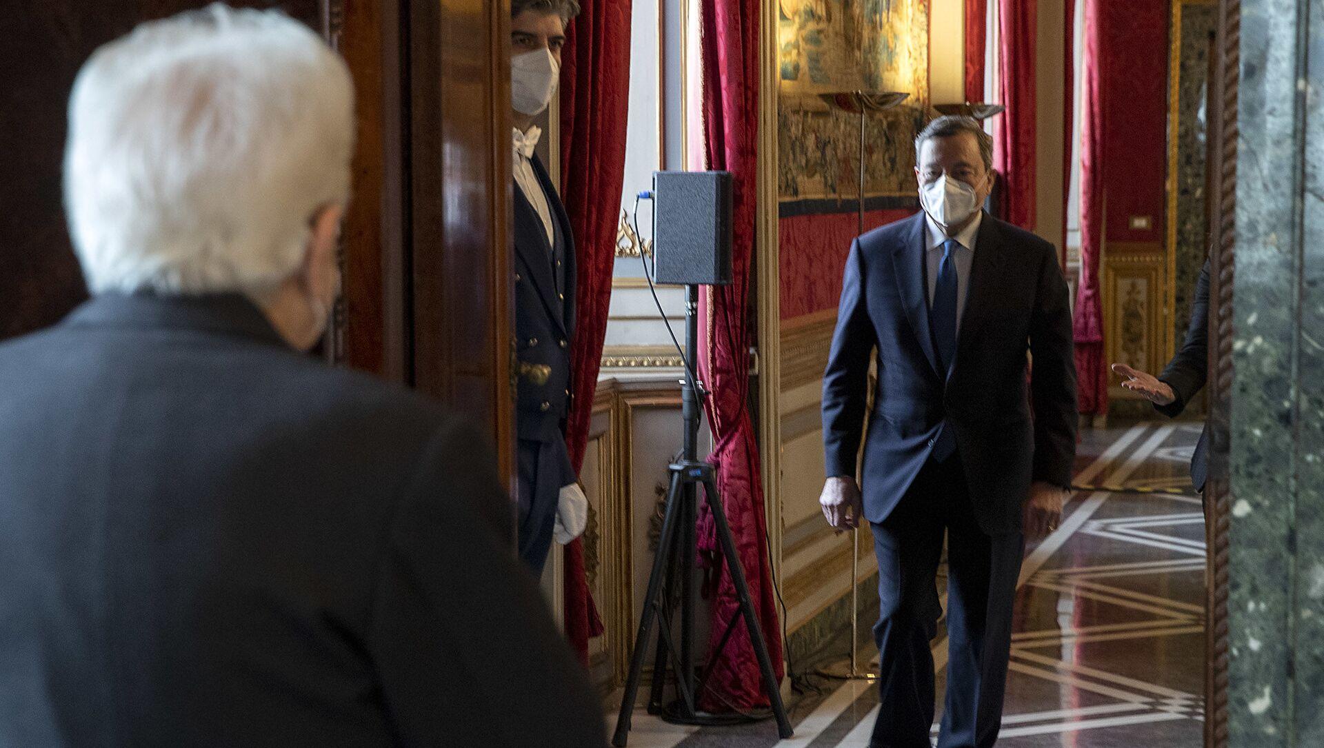 Il Presidente della Repubblica Sergio Mattarella accoglie Draghi - Sputnik Italia, 1920, 10.02.2021
