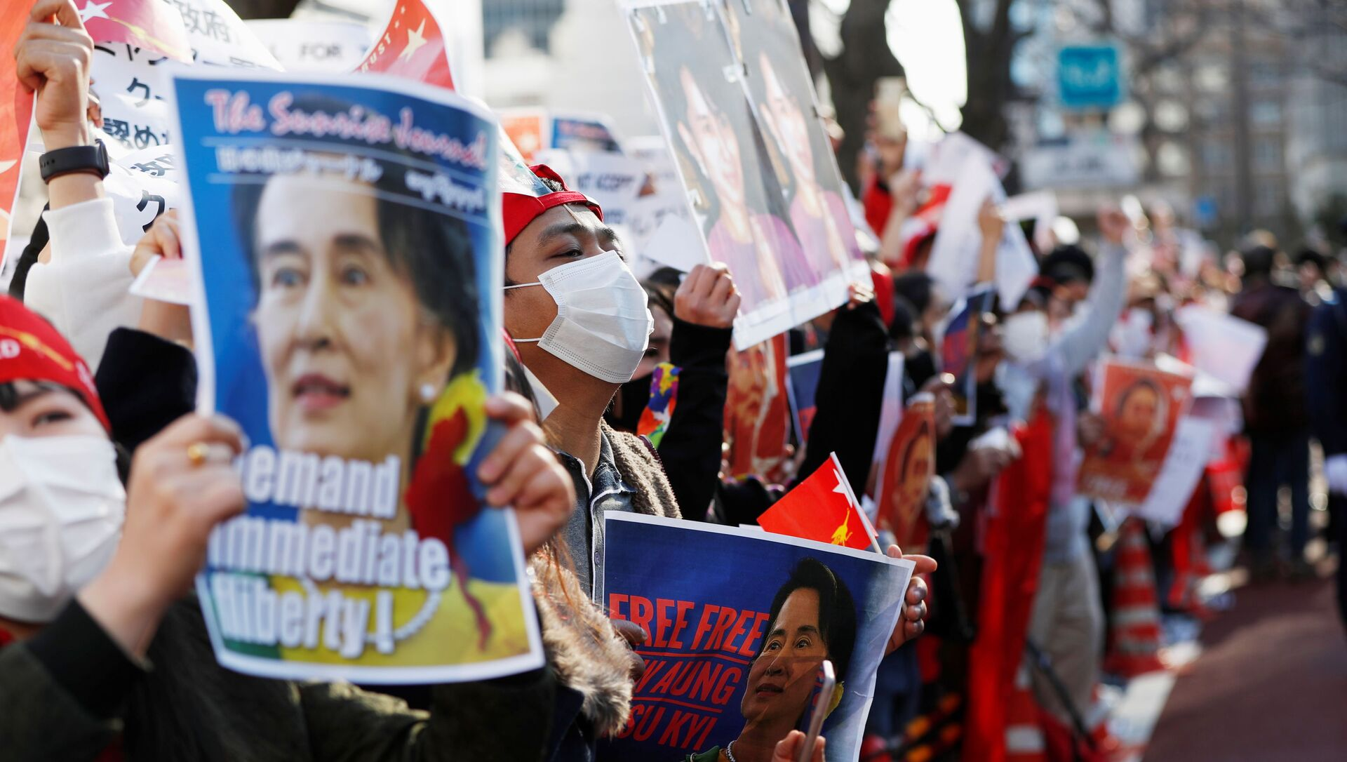 Manifestanti dal Myanmar residenti in Giappone - Sputnik Italia, 1920, 06.02.2021