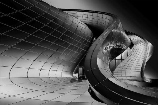 La foto Snake'S Zaha del fotografo italiano Roberto Corinaldesi, che è stata la vincitrice nella categoria Architettura tra i fotografi non professionisti del concorso fotografico Tokyo International Foto Awards 2020.  - Sputnik Italia
