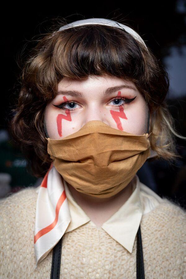 La foto Donne che protestano in Polonia per il divieto di aborto del fotografo polacco Bartosz Mateńko, che è stata la vincitrice nella categoria Editoriale  tra i fotografi professionisti del concorso fotografico Tokyo International Foto Awards 2020.  - Sputnik Italia