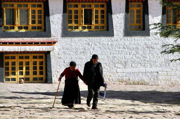 La municipalità di Lhasa ha poco più di 500 mila abitanti, 238 mila dei quali vivono nell'area urbana - Sputnik Italia