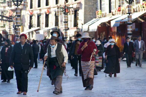 Secondo i dati forniti dalle stesse autorità, circa la metà degli abitanti della città propriamente detta sono cinesi han. - Sputnik Italia