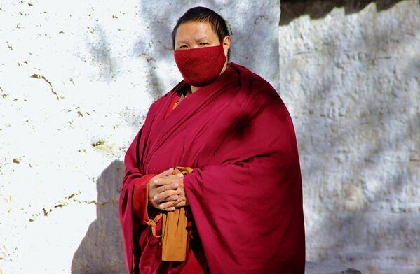 Un monaco buddhista tibetano nella città di Lhasa - Sputnik Italia