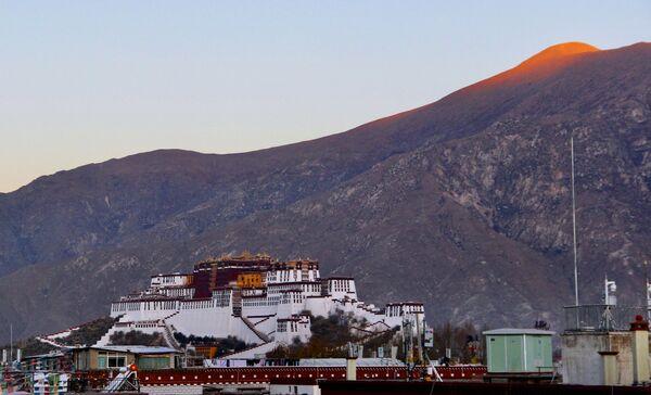 Il Potala, il monumento più conosciuto e rappresentativo di Lhasa, è una delle massime meraviglie architettoniche dell'Oriente.  - Sputnik Italia