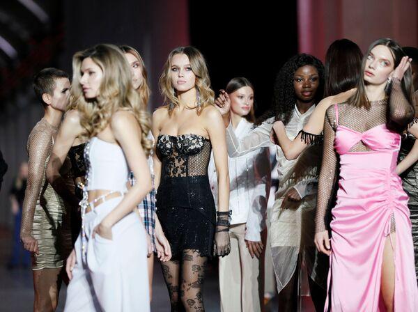 Modelle dietro le quinte della settimana della moda ucraina a Kiev - Sputnik Italia
