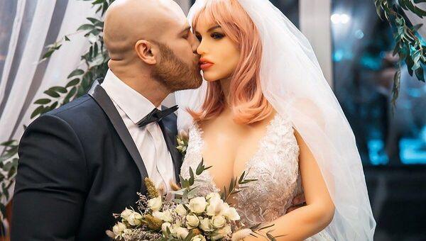 bodybuilder Yuri Tolochko and his wife Margo - Sputnik Italia
