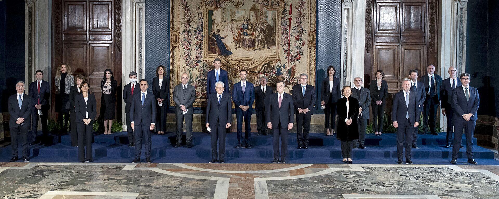 Roma - Il Presidente della Repubblica Sergio Mattarella e il Presidente del Consiglio Mario Draghi con il nuovo Governo,13 febbraio 2021 - Sputnik Italia, 1920, 16.02.2021