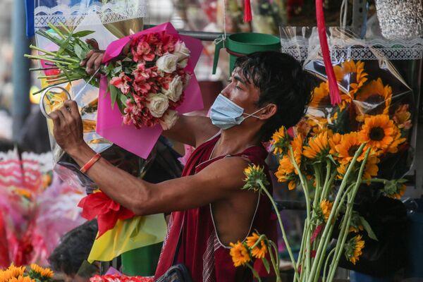 Venditore di fiori a Manila - Sputnik Italia