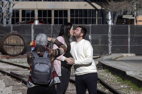 Coppia in posa a San Valentino a Madrid - Sputnik Italia