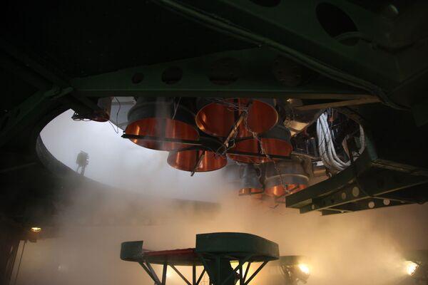 La versione 2.1a include la conversione dal sistema di controllo di volo analogico a quello digitale e motori potenziati suiboostere il primo stadio con sistemi di inserimento in orbita migliorati.  - Sputnik Italia