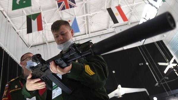 Новый вариант автомата Калашникова АК-19 - Sputnik Italia