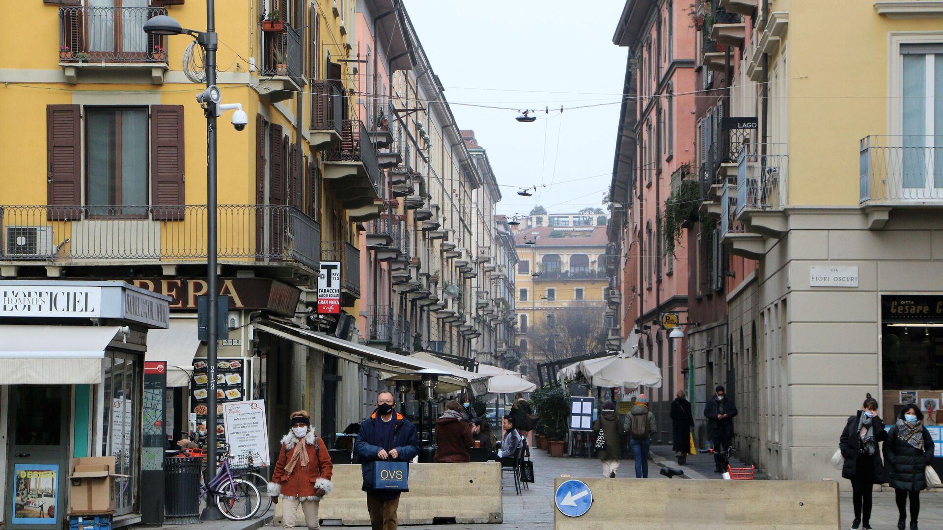 Le persone a Milano durante la pandemia del coronavirus, Italia - Sputnik Italia, 1920, 17.02.2021