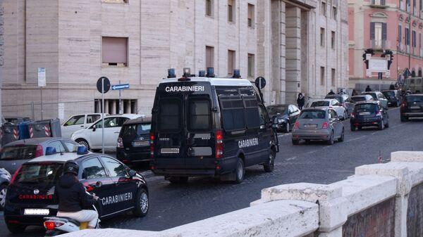 Auto e furgone carabinieri  - Sputnik Italia