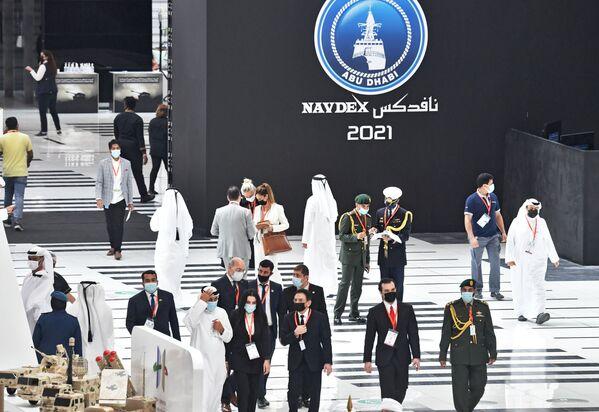 Visitatori alla fiera internazionale di armi IDEX 2021 ad Abu Dhabi - Sputnik Italia