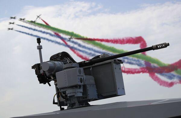 Squadra acrobatica dell'aeronautica militare degli Emirati Arabi Uniti alla fiera internazionale di armi IDEX 2021 ad Abu Dhabi - Sputnik Italia
