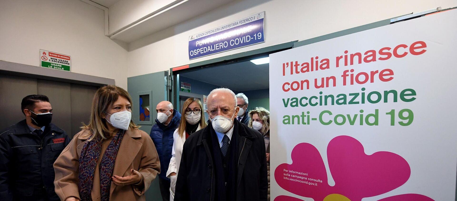 18/01/2021 - Il Presidente De Luca all'apertura del punto vaccinale del Policlinico universitario Federico II - Sputnik Italia, 1920, 25.03.2021