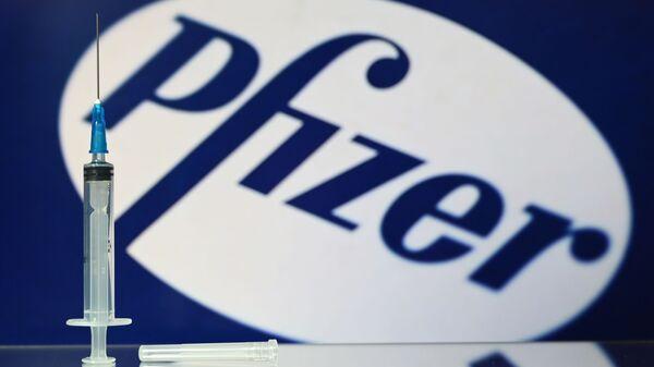 La siringa del vaccino americano Pfizer contro il Covid - Sputnik Italia