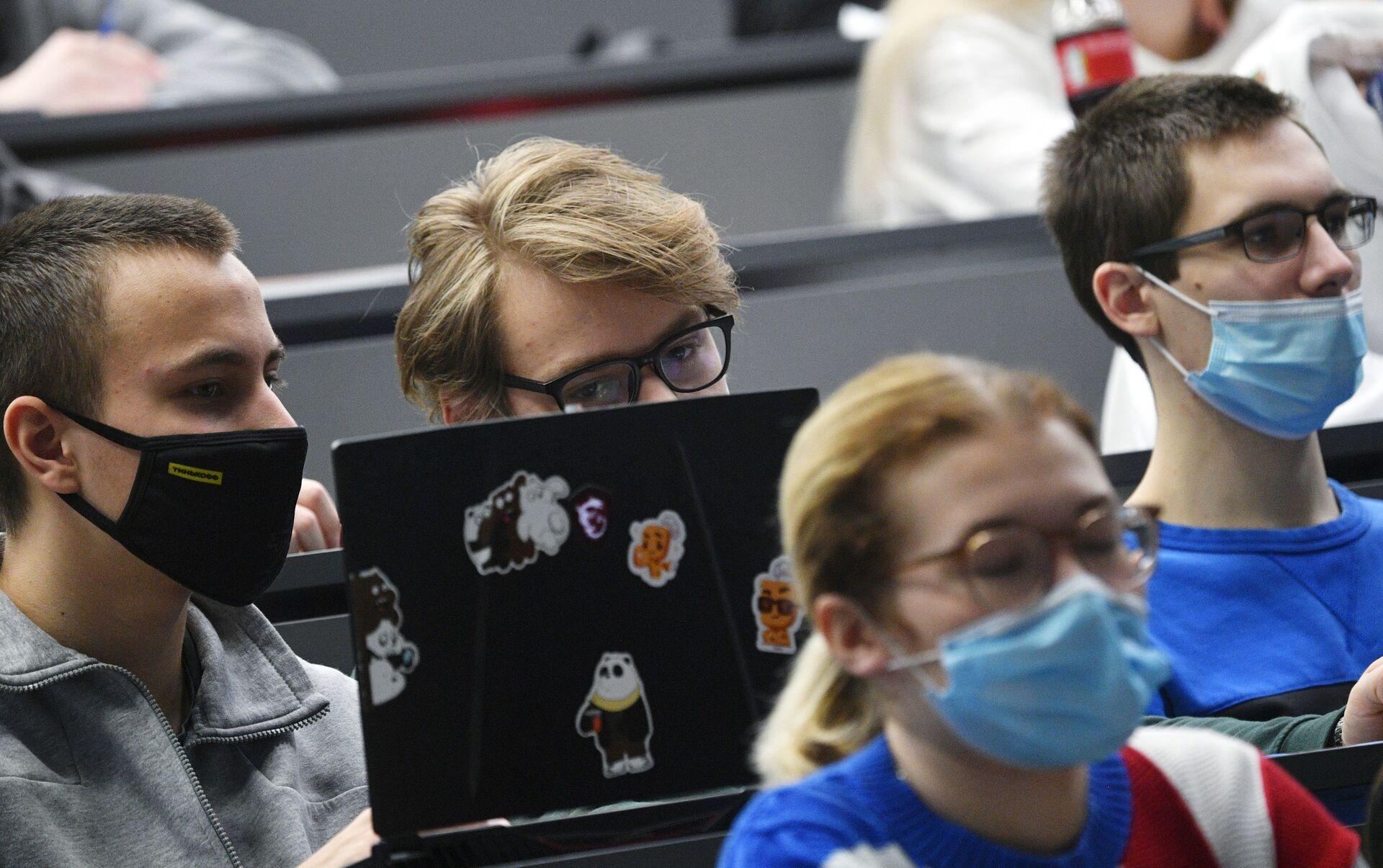 Covid, indossare male la mascherina può causare la sindrome dell'occhio secco - Sputnik Italia, 1920, 27.02.2021