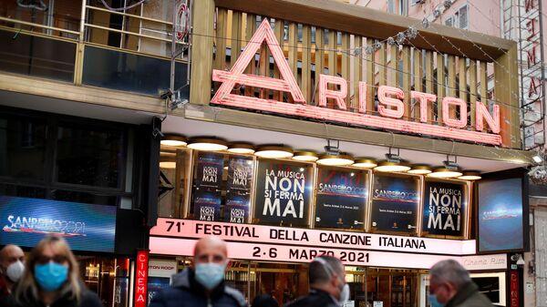 Il Teatro Ariston dove si svolge il Festival di Sanremo in diretta, il 2 marzo 2021 - Sputnik Italia