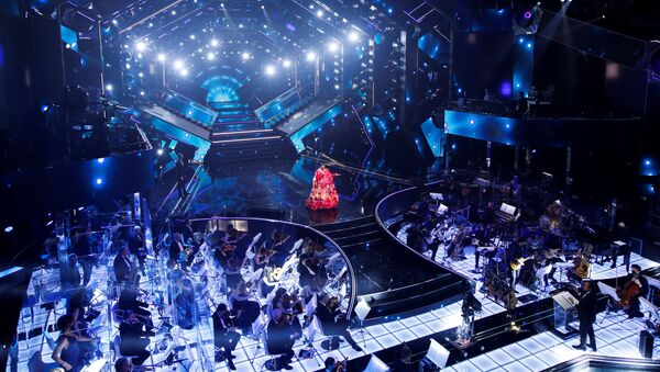 Rosario Fiorello si esibisce durante il 71° Festival di Sanremo in diretta dal Teatro Ariston, il 2 marzo 2021 - Sputnik Italia